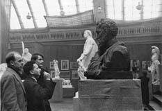 На выставке в МОСХ. 1930-е.